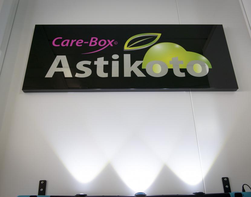 Astikoto fait du débosselage