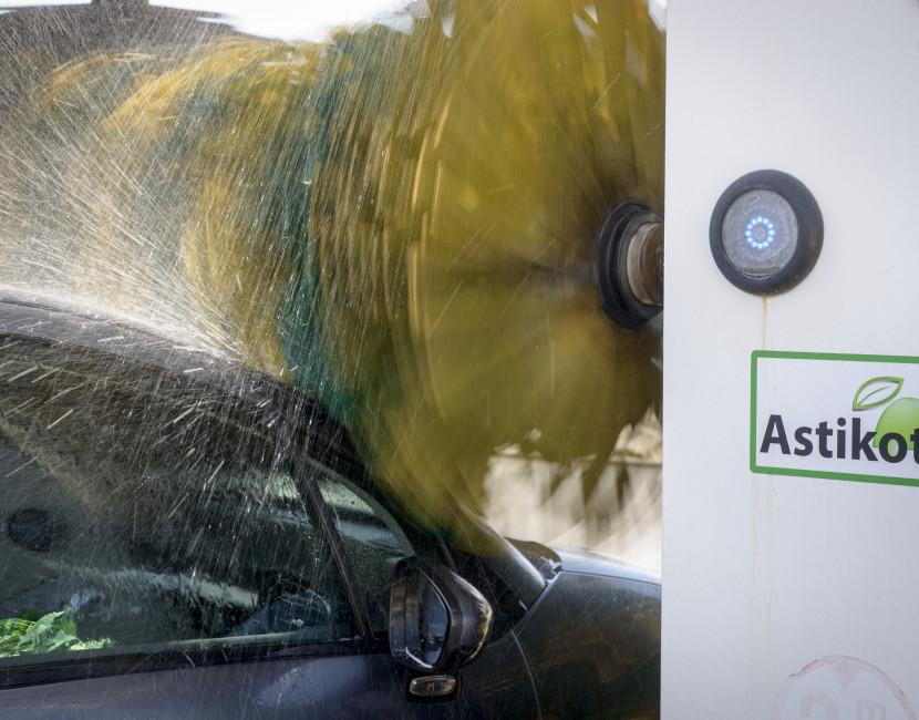 Laver son auto avec les rouleaux