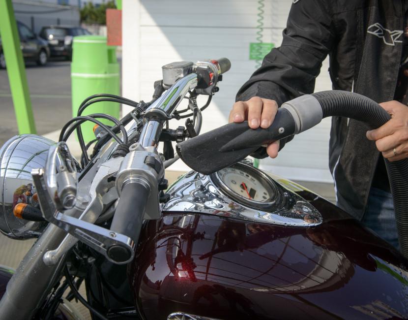Séchage moto après lavage chez Astikoto