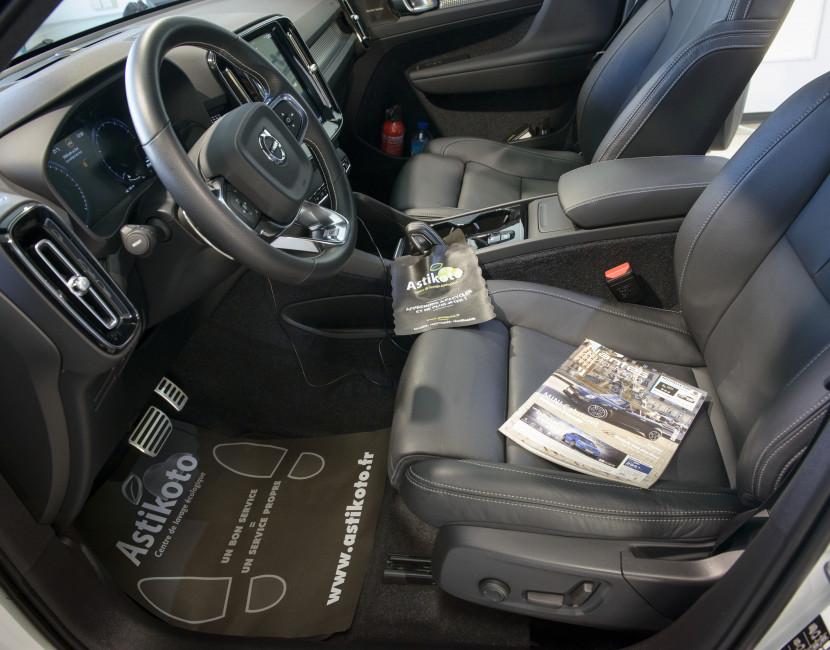 Réalisation car staging à l'intérieur du véhicule